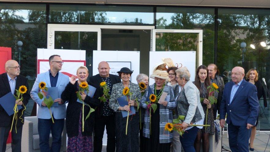 Zdjęcie uczestników Narodowego Czytania